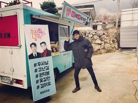 Sao Han 28/11: Hani ghen ty voi em ut EXID, Park Seo Joon cat toc nam tinh - Anh 4