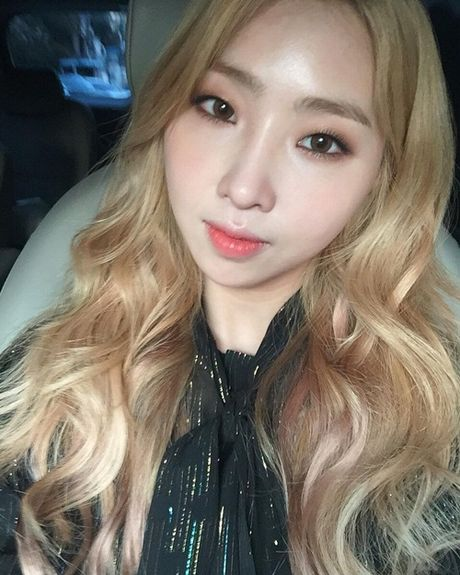 Sao Han 28/11: Hani ghen ty voi em ut EXID, Park Seo Joon cat toc nam tinh - Anh 8