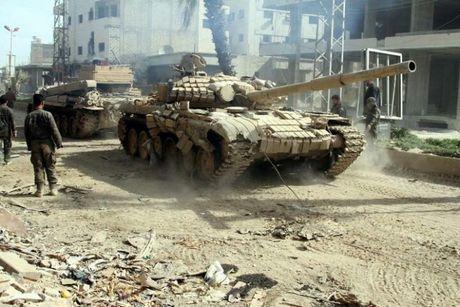 Quan doi Syria pha huy xe ui va cong su cua IS o Deir Ezzor - Anh 1