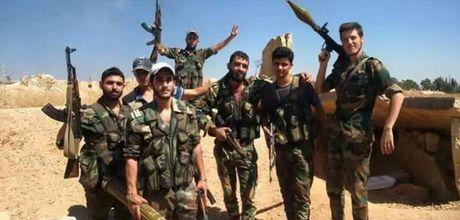 Syria: Phong tuyen sup do, phien quan thao chay khoi khu dong Aleppo - Anh 1