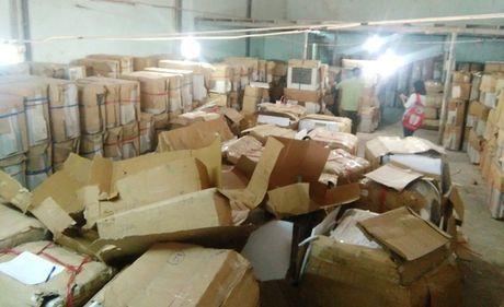 Bat xe container cho 1,3 ty dong hang lau ra Ha Noi tieu thu - Anh 1