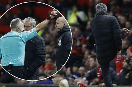 """MU: Ca the gioi dang """"phan boi"""" Mourinho - Anh 1"""