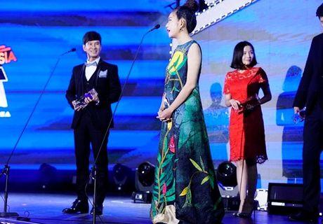 Vo Ly Hai ap ung khi phien dich tieng Anh cho chong tai Han Quoc - Anh 1