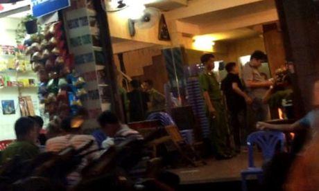 Khach Tay au da trong bar, mot nguoi bi dam trong thuong - Anh 1