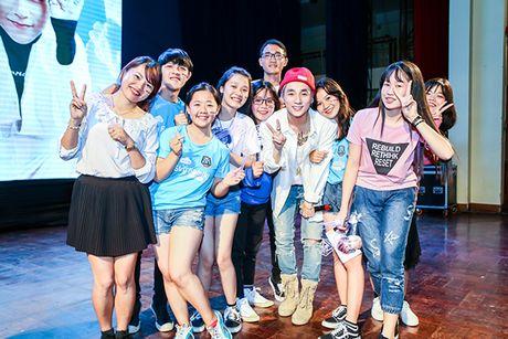 Son Tung M-TP duoc fan Buon Ma Thuot chao don cuong nhiet nhu Cong Phuong - Anh 11
