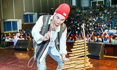 Son Tung M-TP duoc fan Buon Ma Thuot chao don cuong nhiet nhu Cong Phuong - Anh 5