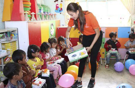Pham Huong, Nam Em cuoi may cay den voi tre em ngheo vung cao - Anh 12