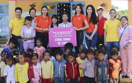 Pham Huong, Nam Em cuoi may cay den voi tre em ngheo vung cao - Anh 15