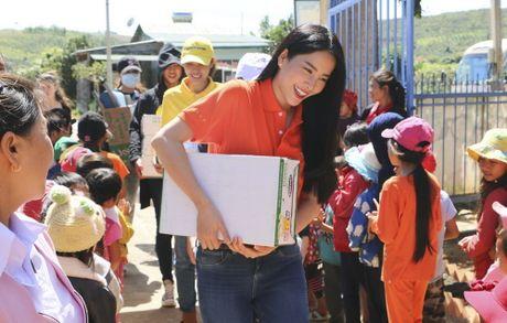 Pham Huong, Nam Em cuoi may cay den voi tre em ngheo vung cao - Anh 5