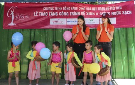 Pham Huong, Nam Em cuoi may cay den voi tre em ngheo vung cao - Anh 8