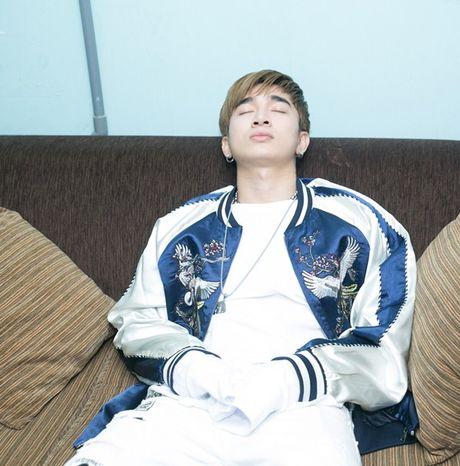 Mot ngay chay show ban ron tu sang den khuya cua Chi Dan - Anh 1