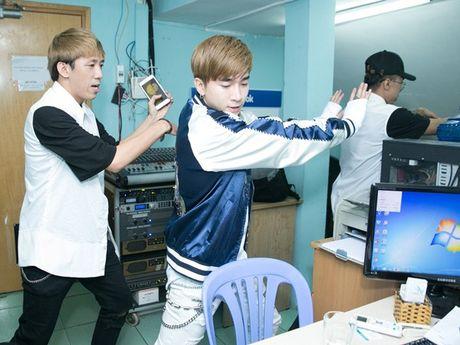 Mot ngay chay show ban ron tu sang den khuya cua Chi Dan - Anh 3