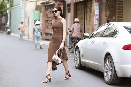 Hoang Thuy 'chat choi', Angela Phuong Trinh ho hung vai tran - Anh 11