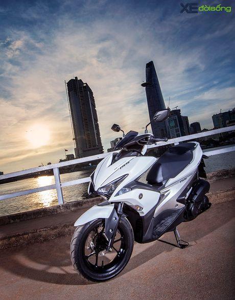 Yamaha NVX 155 lo gia ban re ngoai du kien - Anh 2