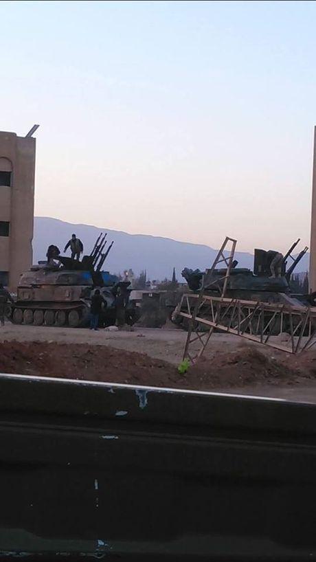 Chien su Syria: Phien quan lu luot nop vu khi dau hang o ngoai vi Damascus - Anh 2