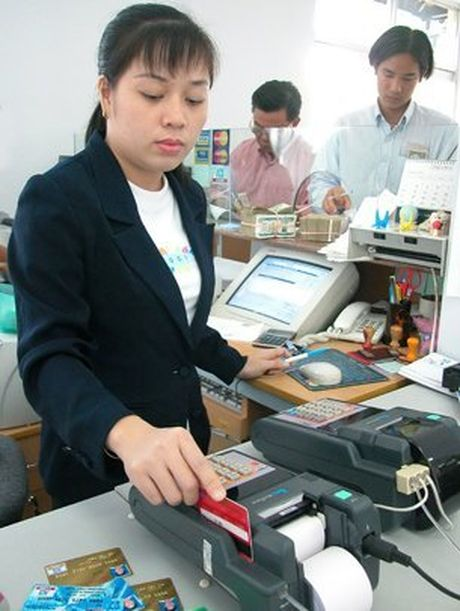 Ngan hang phai som boi thuong cho chu the bi mat tien oan - Anh 1
