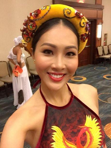 Dieu Ngoc duoc chu tich Miss World khen ngoi voi phan thi Tai nang - Anh 1