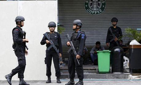 Indonesia pha am muu danh bom toa nha quoc hoi, cac su quan - Anh 1