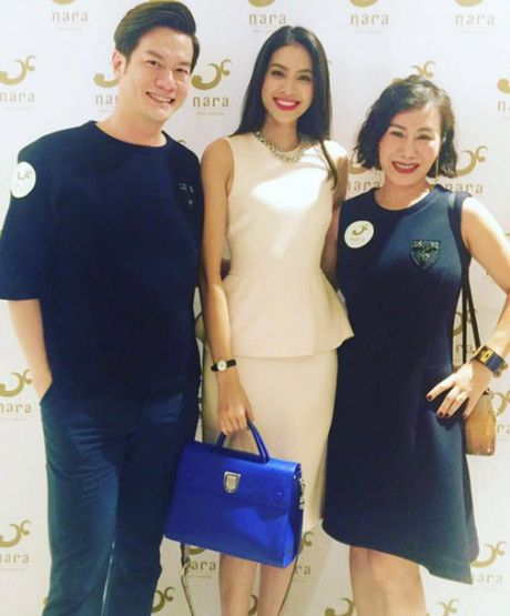 Pham Huong: Ca the gioi bong choc thu be lai… vua bang chiec tui Dior - Anh 1