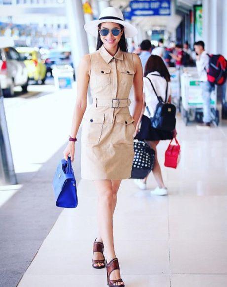 Pham Huong: Ca the gioi bong choc thu be lai… vua bang chiec tui Dior - Anh 2