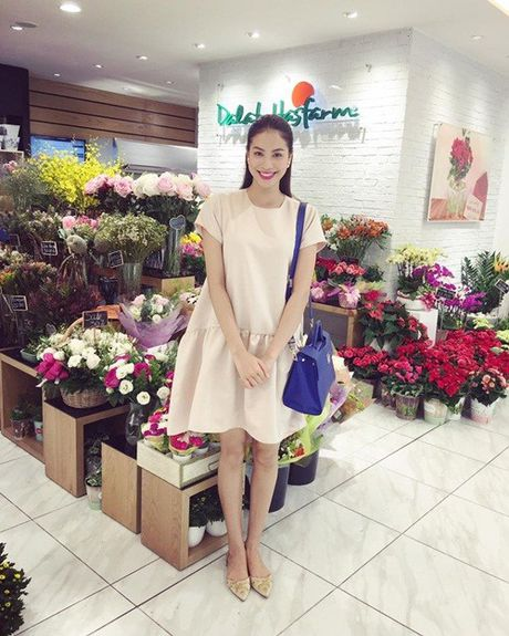 Pham Huong: Ca the gioi bong choc thu be lai… vua bang chiec tui Dior - Anh 3