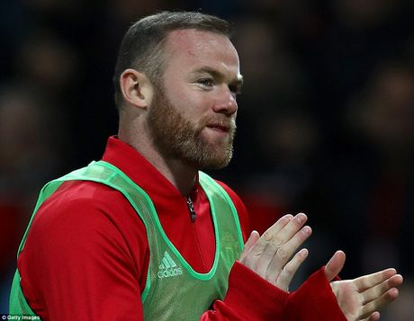 Mourinho lai bi duoi len khan dai, Man United khong thang noi West Ham - Anh 5