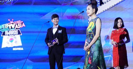 Vo Ly Hai lung tung phien dich nham cho chong trong le trao giai WebTV Asia Awards - Anh 1