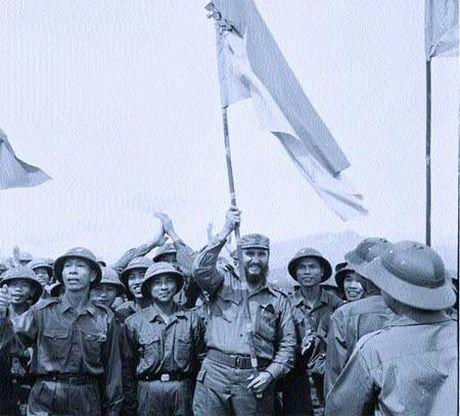 Viet Nam de quoc tang nha lanh dao Fidel Castro vao ngay 4.12 - Anh 1