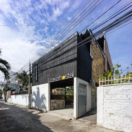 Can canh khach san container dau tien cua Nha Trang duoc len bao My - Anh 1