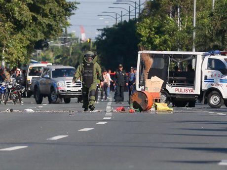 Manila: Phat hien vat nghi bom tu che ke dai su quan My - Anh 1