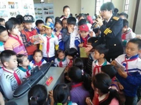 Trien lam ban do, trung bay tu lieu Hoang Sa, Truong Sa tai Bac Can - Anh 1