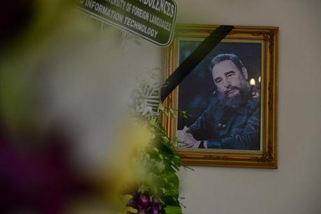 Bi thu Dinh La Thang vieng lanh tu Fidel Castro - Anh 8