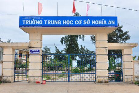 Hang tram hoc sinh Quang Ngai bo hoc di bien - Anh 1