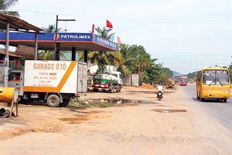 Thay the, bo sung he thong ATGT du an QL1 qua Quang Tri - Anh 1