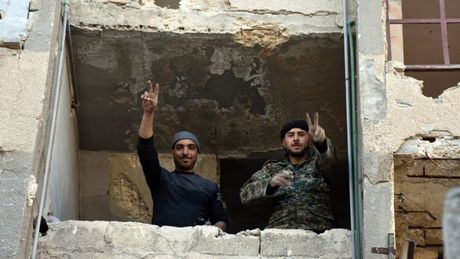Quan chinh phu Syria thang nhu che tre tai chien dia Aleppo - Anh 1