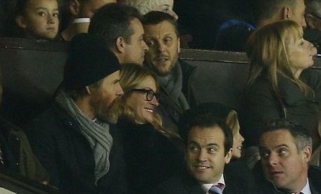 Carrick tro chuyen voi 'nguoi dan ba dep' Julia Roberts tren san Old Trafford - Anh 1