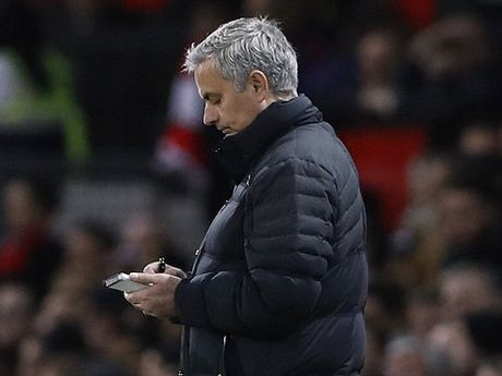 Man United qua den dui? Khong, Mourinho dang lan tranh su that! - Anh 1