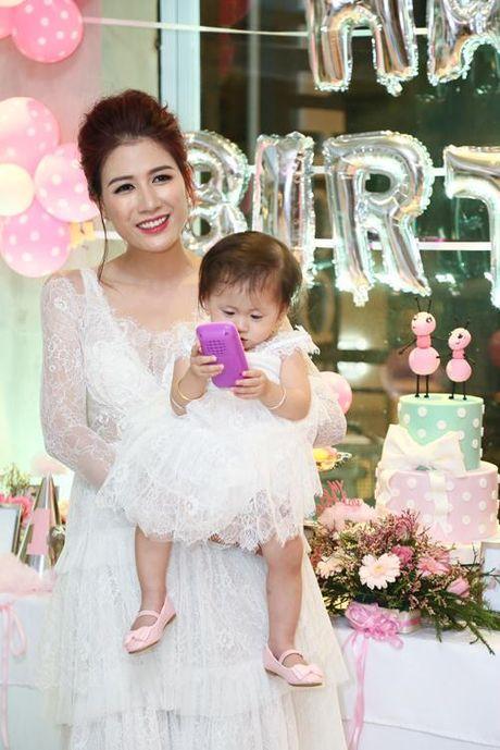 Sinh nhat vang bong cha cua con gai dau long cuu nguoi mau Trang Tran - Anh 6