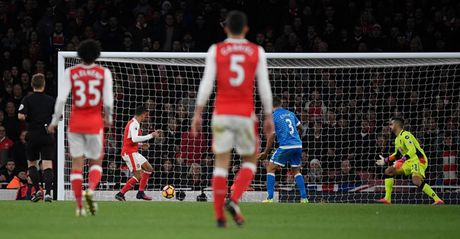 Chum anh: Ha Bournemouth, Arsenal xay chac vi tri top 4 Premier League - Anh 13