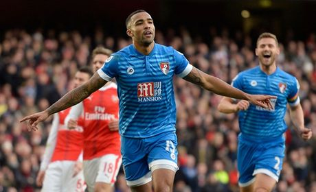 Chum anh: Ha Bournemouth, Arsenal xay chac vi tri top 4 Premier League - Anh 7