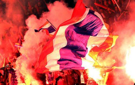 Chum anh: Nhung CDV cuong nhiet nhat tai AFF Cup 2016 - Anh 11