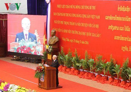 Tong Bi thu Nguyen Phu Trong truyen cam hung cho the he tre Viet-Lao - Anh 1