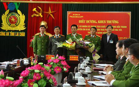 Khen thuong Ban chuyen an bat doi tuong, thu giu 17 banh heroin - Anh 1