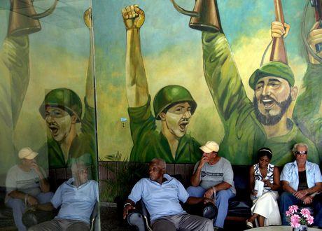 Lanh tu Fidel Castro 'tre trung' qua nhung buc ve graffiti - Anh 1