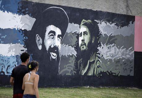 Lanh tu Fidel Castro 'tre trung' qua nhung buc ve graffiti - Anh 2