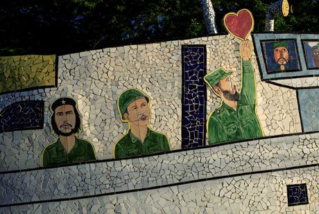 Lanh tu Fidel Castro 'tre trung' qua nhung buc ve graffiti - Anh 4