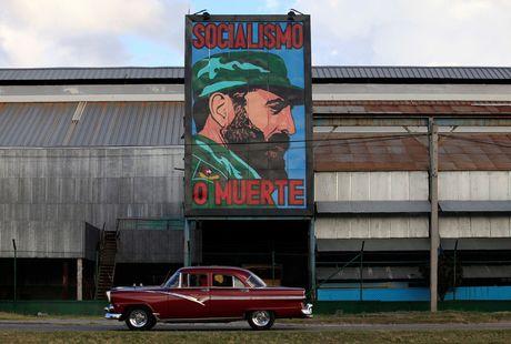 Lanh tu Fidel Castro 'tre trung' qua nhung buc ve graffiti - Anh 6
