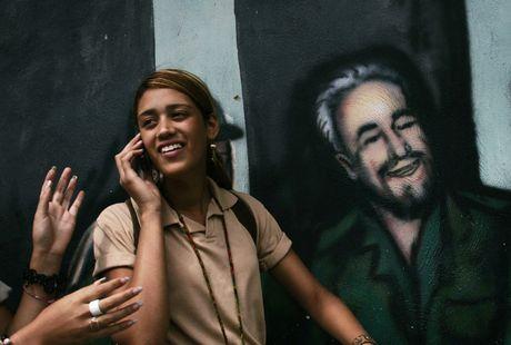 Lanh tu Fidel Castro 'tre trung' qua nhung buc ve graffiti - Anh 8