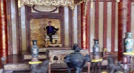 Su that du khach ngoi len ngai vang nha Nguyen - Anh 1