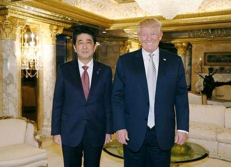 Vi sao Thu tuong Nhat phai dau dau voi bo ba Trump- Putin- Kim Jong-un? - Anh 2